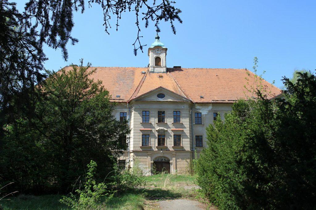 Prodej zámku, Borotín