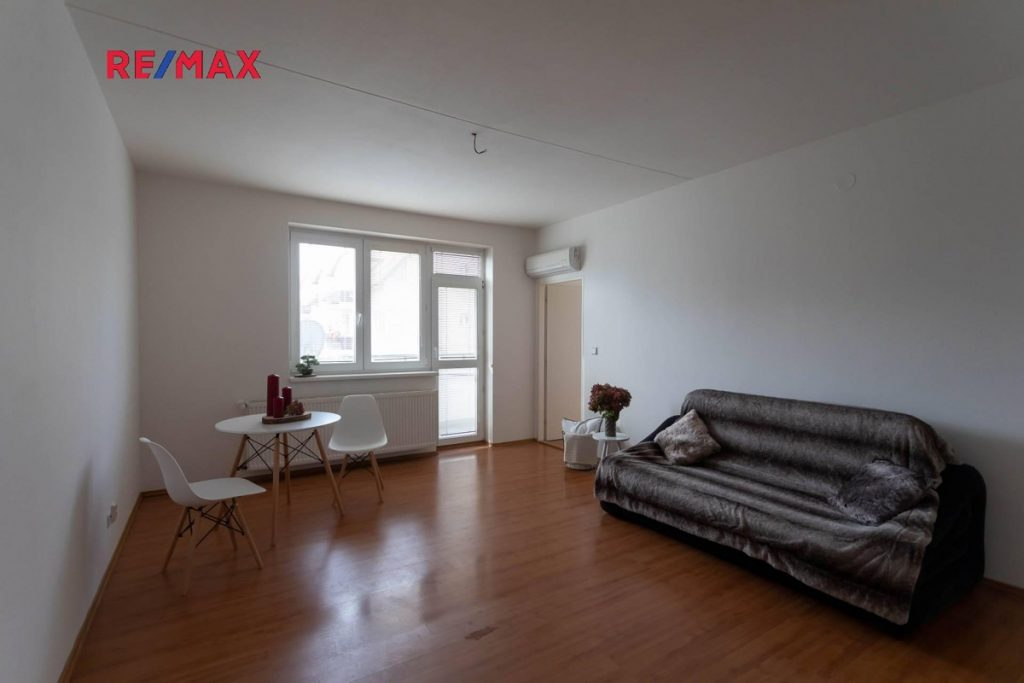 Prodej bytu 2+kk s garáží Bílovice